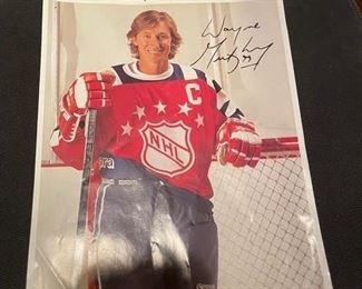 Wayne Gretzky signed pic