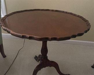 Tilt top pie crust table