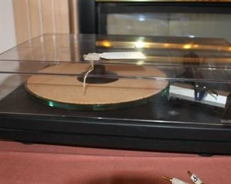 Music Hall mmf-5 record player works great