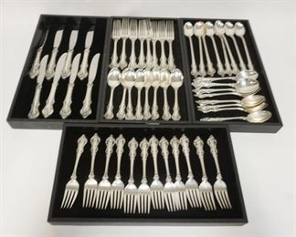100152 TOWLE STERLING SILVER FLATWARE SET *EL GRANDE* PATTERN. 80.035 TROY ONCES COUNTING 1/2 TROY OZ. PER KNIFE HANDLE. COMES W/ A FITTED CASE