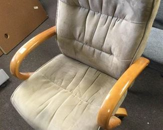 Ais003 High Back Swivel Executive Chair