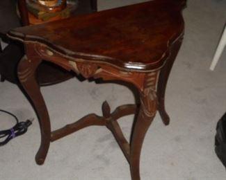 Vintage tri-angle 3 leg table