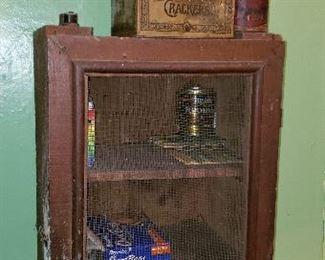 Wall pie cabinet