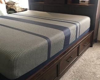 King Size Mattress and Storage Bed