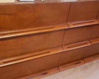 Mid Century Dresser w/Mirror, Full Sz Bed, 2 Nightstands