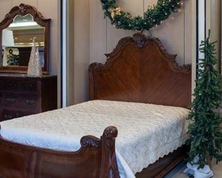 Beautiful queen Bed!