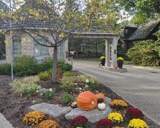 Auburn Knolls Entrance Fall