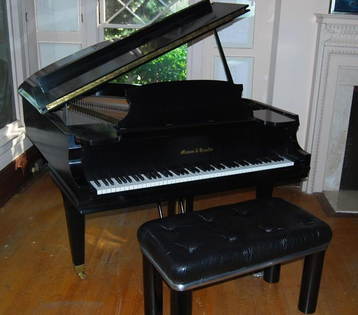 MASON and HAMLIN  GRAND PIANO  IN BLACK LACQUER WITH CUSTOM BENCH  -  size: 5 feet 8 INCHES