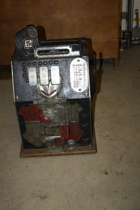 MILLS 25 CENTS SLOT MACHINE...NON WORKING