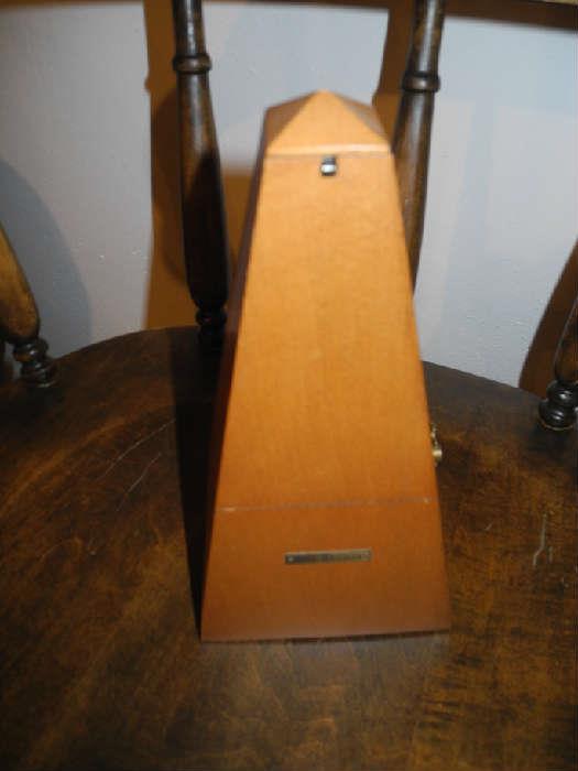 nice vintage Seth Thomas metronome