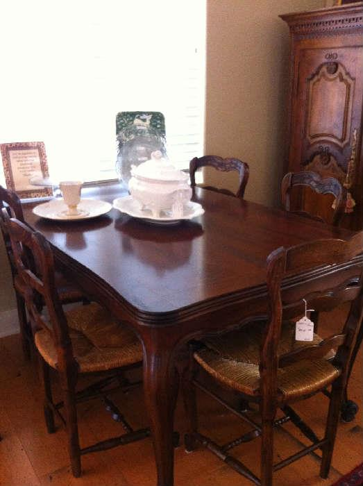 extra nice dining table & 6 chairs
