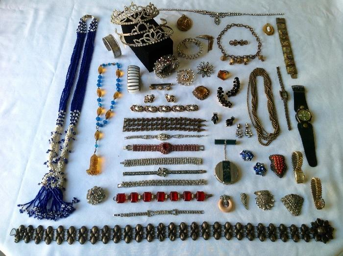Beautiful Vintage jewelry collection