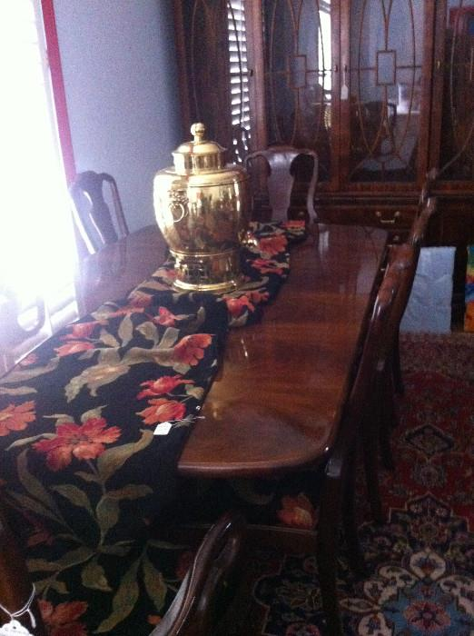 exquisite Henredon dining table with 8 matching chairs  (runner matches the seats)