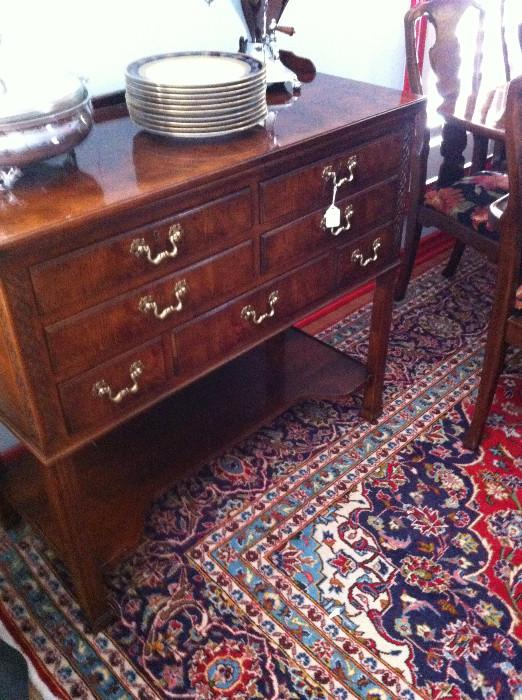 Henredon server that matches the dining table & china cabinet