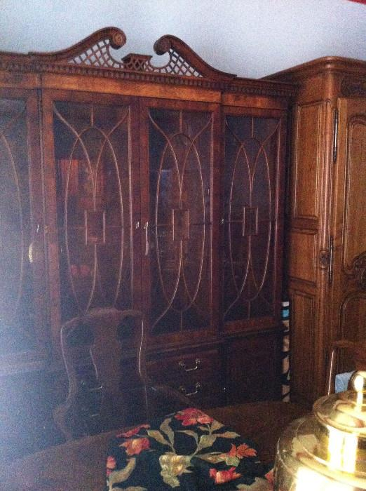 fabulous Henredon china cabinet (2 pcs.)