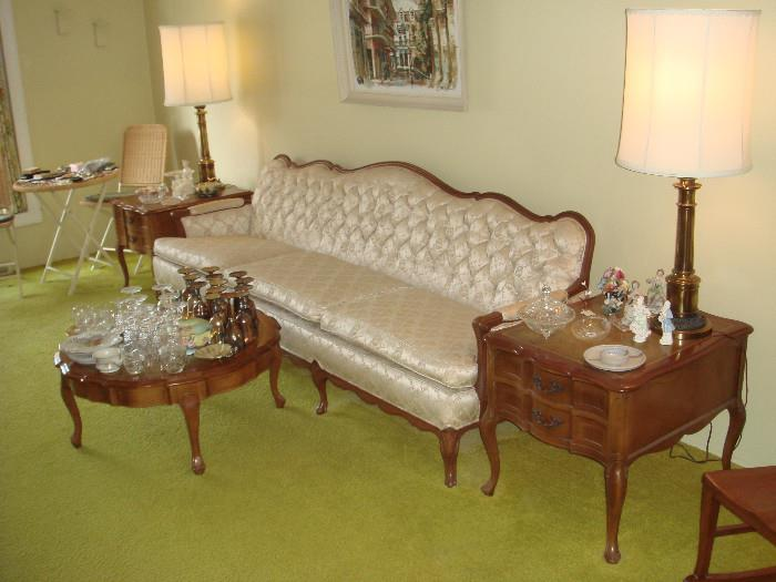 Victorian sofa couch Hammary coffee and end tables