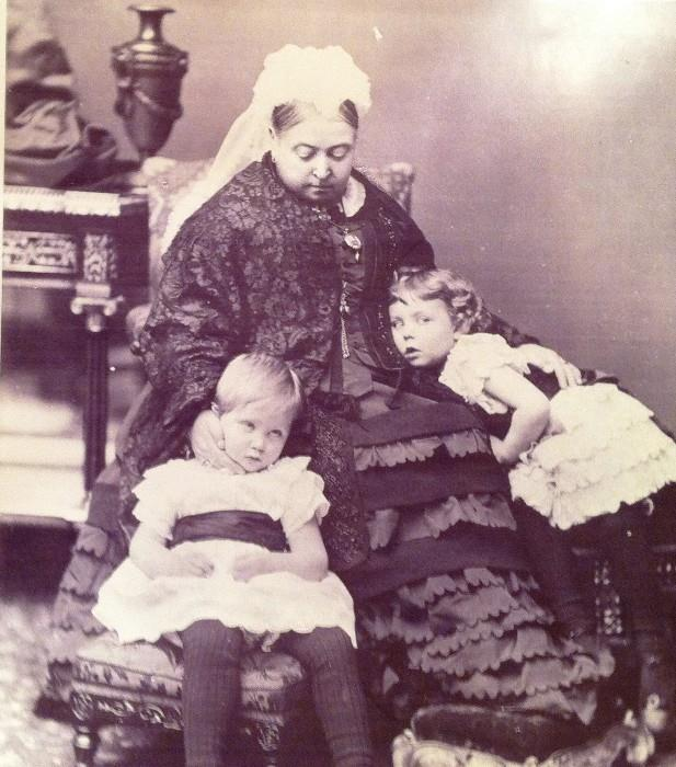 QUEEN VICTORIA & HER GRAND DAUGHTERS - ONE IS PRINCESS VICTORIA PATRICIA
