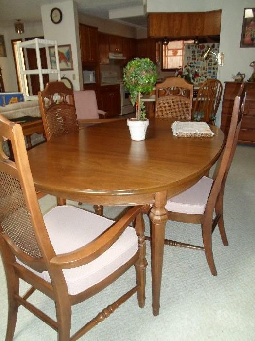 nice dining set, pads, leaves & 6 chairs