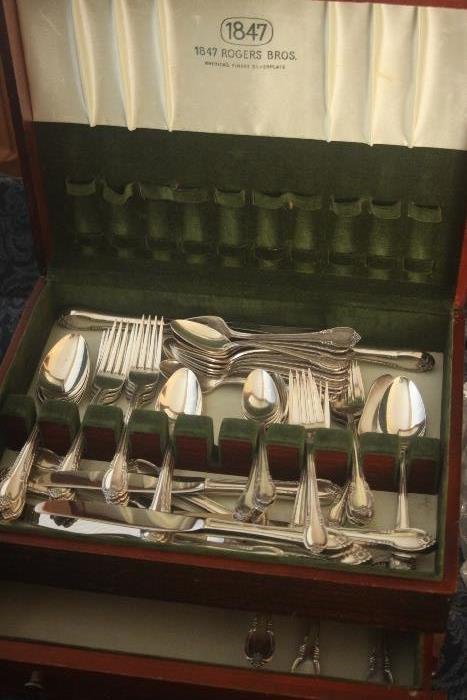 Rogers Remembrance plated flatware set - great condition!