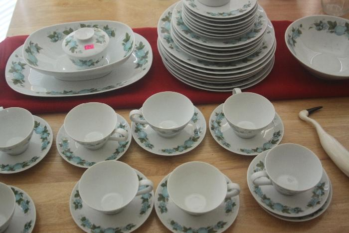 Noritake 'Blue Orchard' China set - excellent condition!