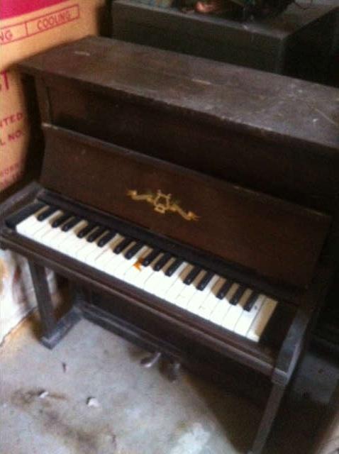 FABULOUS CHILD SIZE UPRIGHT PIANO