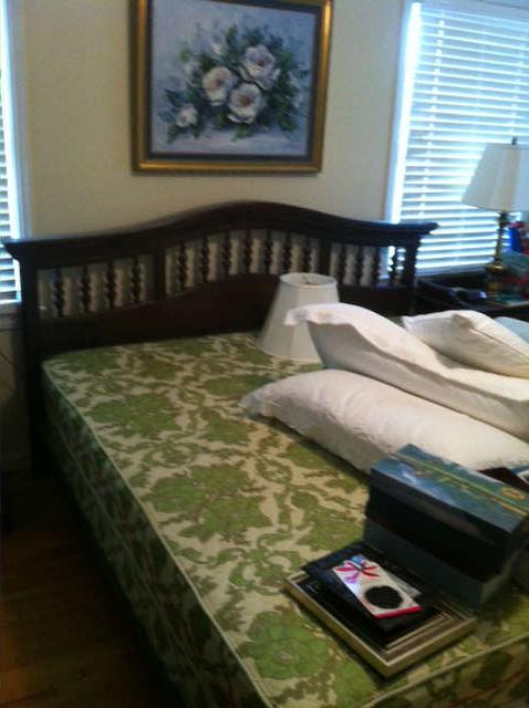 Ethan Allen King Bed, has a matching dresser, and chest of drawers