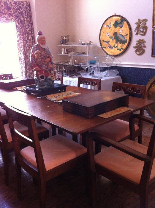 Dining table with 8 chairs/Asian figure