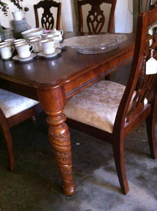 Extra nice dining table & chairs