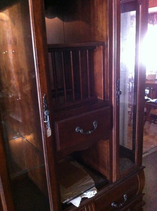 Display cabinet (matches 1 of 2 dining tables)