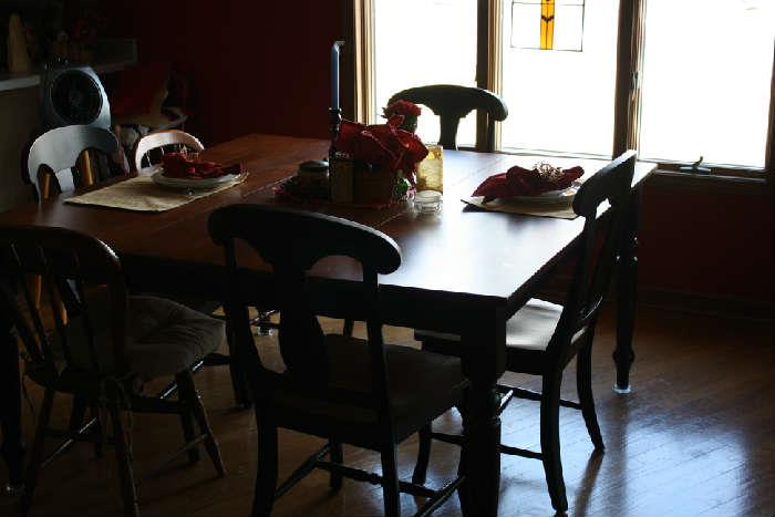 WOOD DINING TABLE + 4 MATCHING T BACK CHAIRS