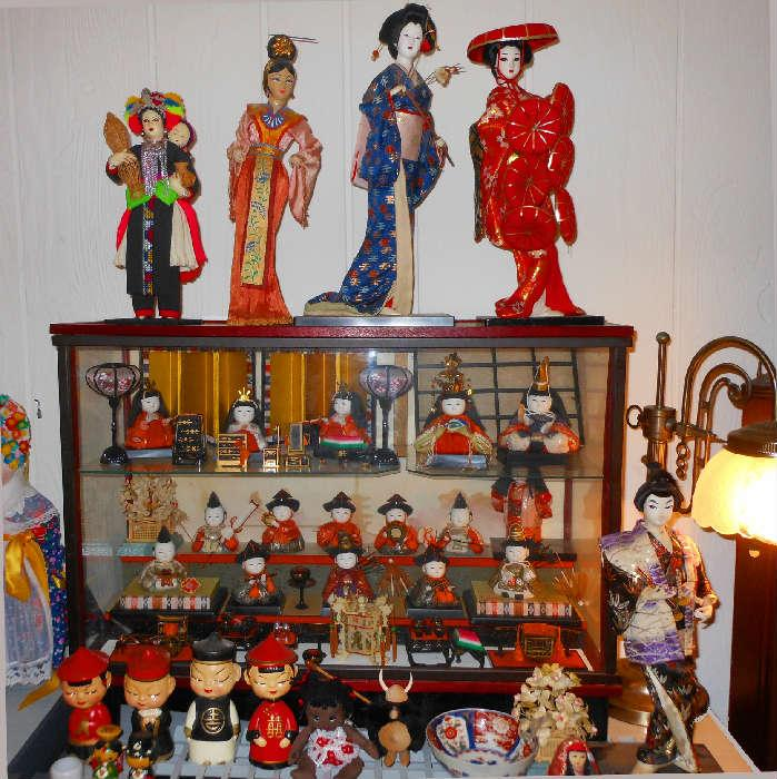 Vintage Asian Bobble Head Dolls, Glass Music Case with Asian Figures and Furniture, Lovely Asian Dolls
