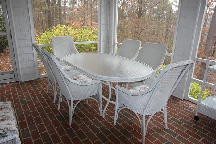 Beautiful Lloyd Flanders patio furniture set
