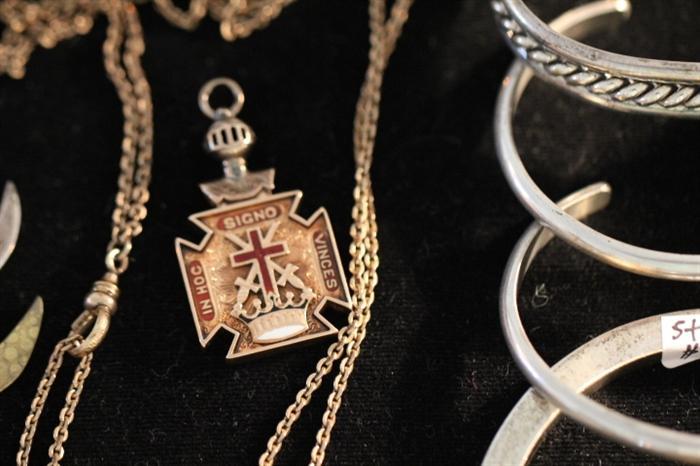 gold masonic watch fob (knights templar)