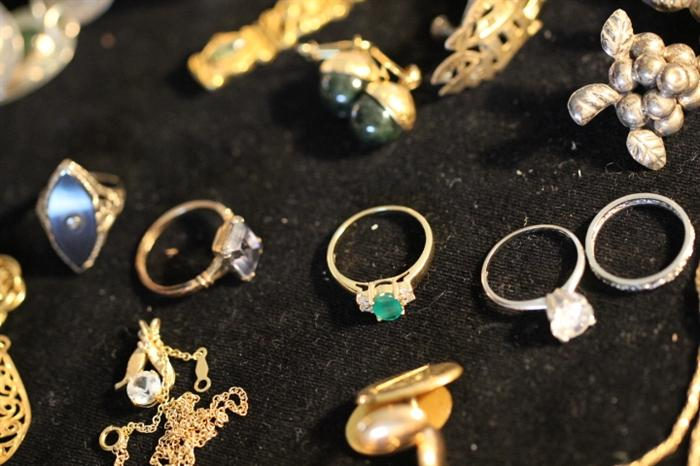 emerald and 14k gold rring
