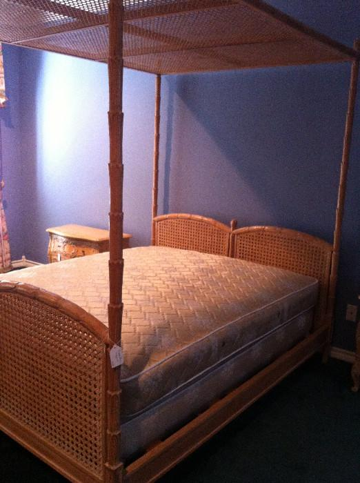 king cane/rattan canopy bed