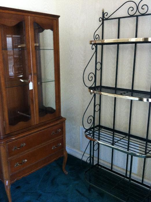 display cabinet; baker's rack