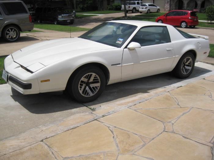 1988 FIREBIRD PONTIAC--RUNS/AUTOMATIC TRANSMISSION/195K MILES/KILL SWITCH...$2500 or BEST OFFER