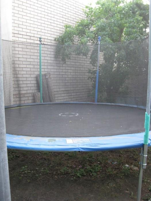 FULL SIZE TRAMPOLINE WITH FENCING