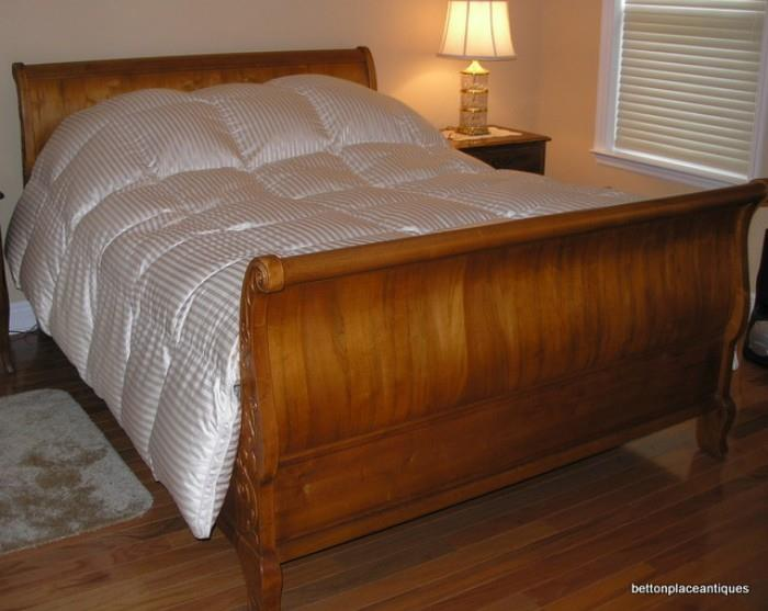 Queen Size Ethan Allen Sleigh Bed with Sleep Number Mattress