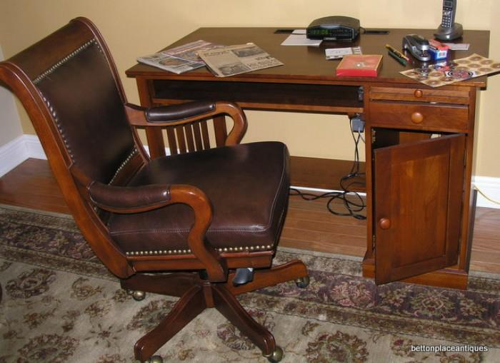 Ethan Allen Desk/ Chair