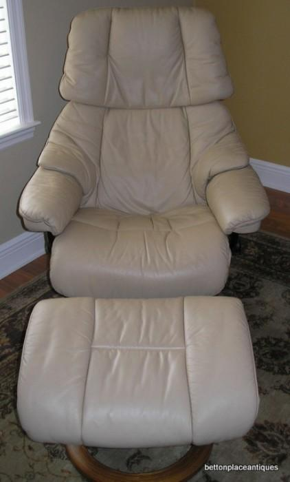 Ekorne Stressless recliner in leather with Ottoman