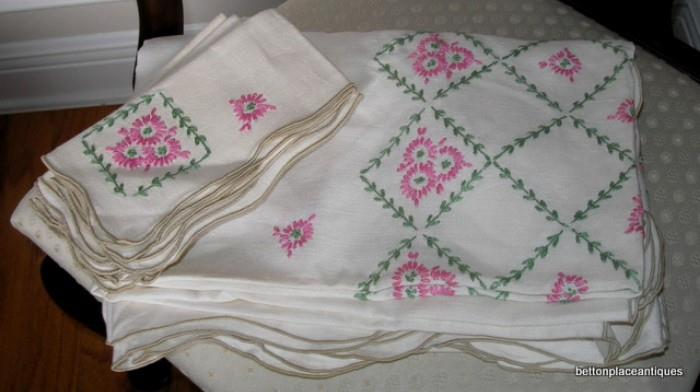 Embroidered Tablecloth/Napkins