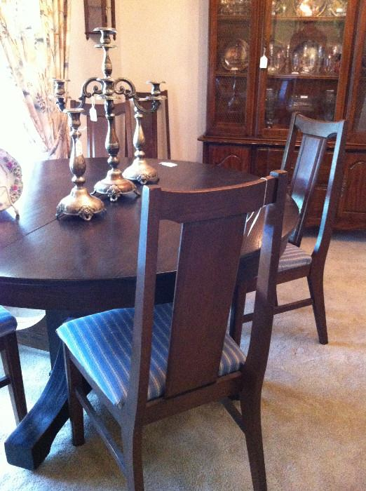 round antique table with 4 chairs