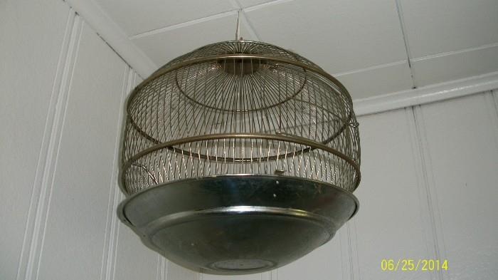 """Hendryx """"round"""" birdcage"""