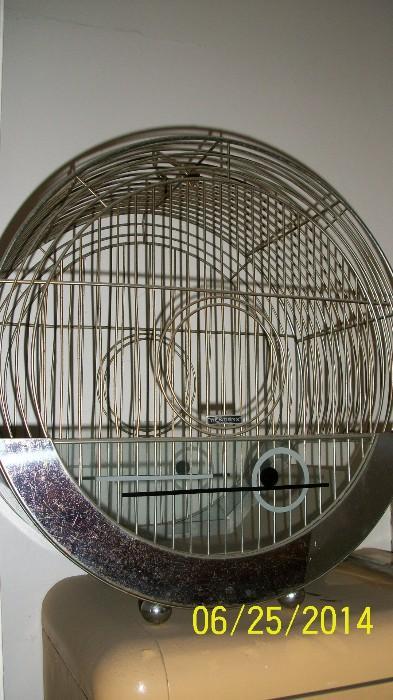 Round Hendryx birdcage
