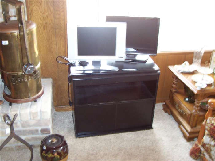 2 SMALLER SIZED FLAT SCREENS