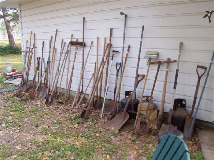 A WHOLE LOT OF YARD TOOLS