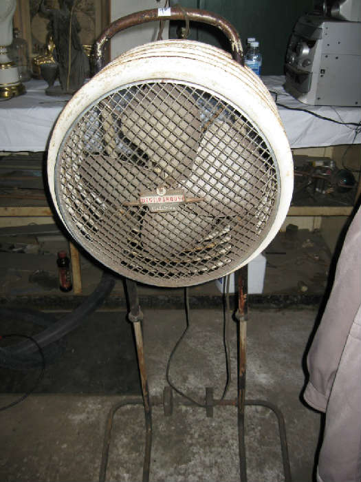 VINTAGE SHOP FAN ... WORKS FINE