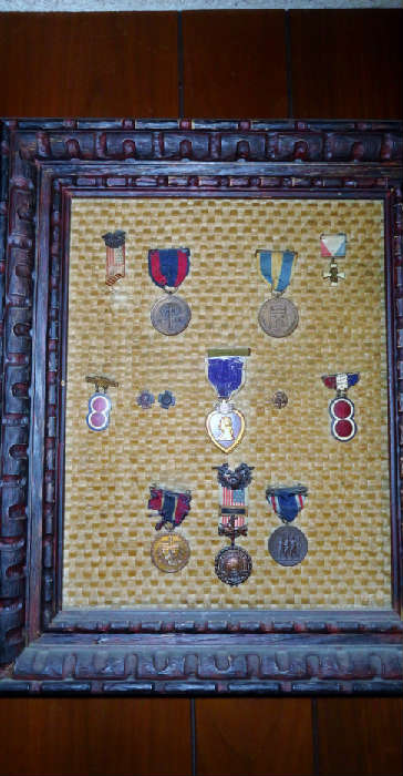 miltary medals ww1-ww11 and  we have a collection 13 spanish american medals including a purple heart all belonging to a sergant robert ross along with a photo album with 20 photos,