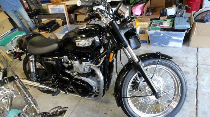 Vintage Triumph Bonneville T100 motorcycle with only 1451.1 miles in Crown City Estate Sale @ www.crowncityestatesales.com